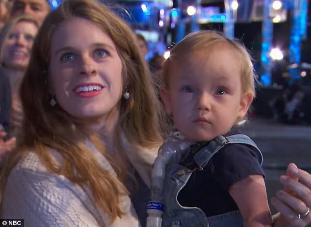 Braxtel cùng mẹ đến cổ vũ cho bố trong chương trình chiến binh Ninja Mỹ.