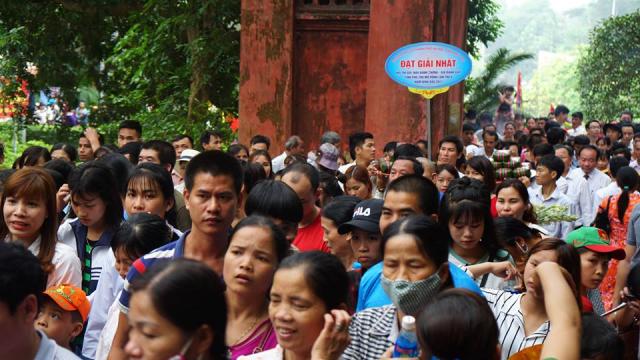 Sau 2 ngày khai hội Đền Hùng đón khoảng gần 2 triệu lượt du khách về với cội nguồn.