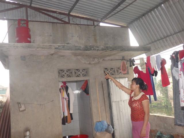 Gia đình nghi bị đổ thuốc diệt cỏ vào bể nước ăn sống trong hoang mang, sợ hãi