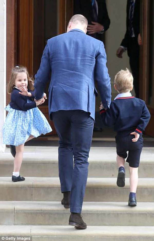 Công chúa và hoàng tử được căn dặn là phải ngoan và nghe lời.