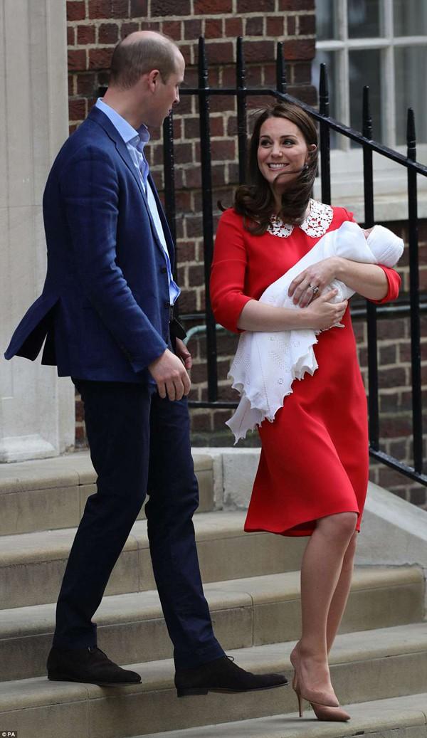Cặp đôi phấn khích khi đón con trai 3,8 kg.