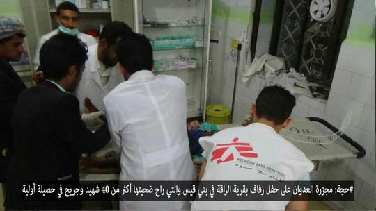 Các bác sĩ khẩn trương cấp cứu cho bệnh nhân. Ảnh: Yemen Press