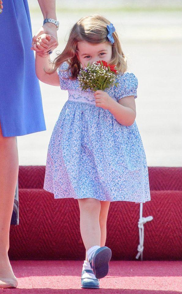 Công chúa Charlotte được xem là biểu tượng thời trang cho mọi bé gái Anh Quốc