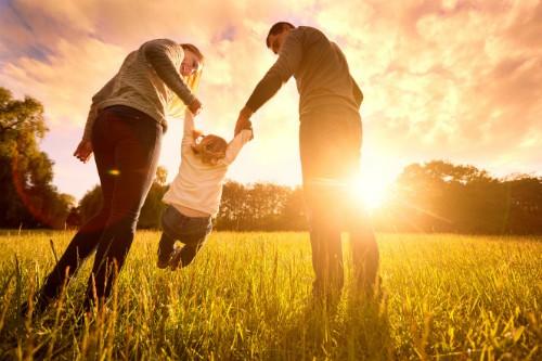 Lấy vợ sinh con giúp đàn ông sống lâu. Ảnh: NYP.