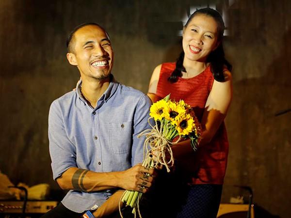 Phạm Anh Khoa và vợ hơn 6 tuổi.
