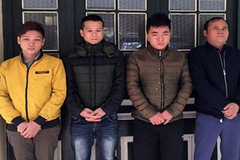 Các đối tượng làm giả văn bằng, chứng chỉ và tang vật bị CATP Hà Nội bắt giữ