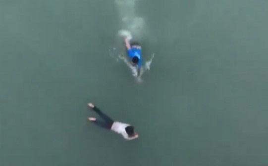 'Nghĩ mình biết bơi nên tôi nhảy xuống sông cứu người thôi'