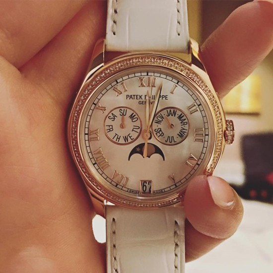 Đồng hồ Patek Phillipe đẹp tinh tế có giá 65.000 USD (khoảng 1,5 tỷ VND) chỉ được Mai Phương Thuý sử dụng trong những dịp đặc biệt.