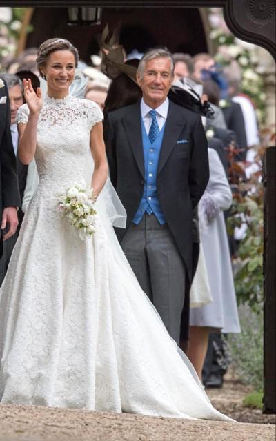 Pippa Middeleton và bố chồng, ông David Matthews, trong đám cưới của cô mùa hè năm ngoái. Ảnh: PA