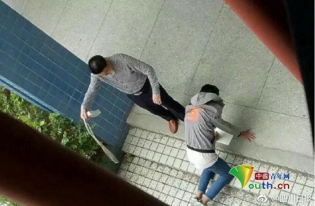 Nhiều giáo viên Trung Quốc áp dụng hình phạt thể xác đối với học sinh. Ảnh: Youth.