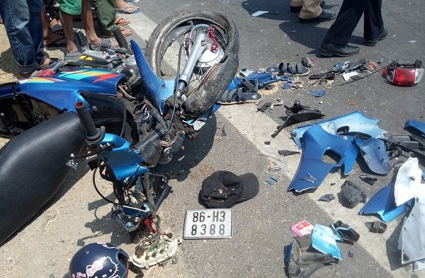 Chơi trò lao xe máy vào nhau, 2 thanh niên thiệt mạng