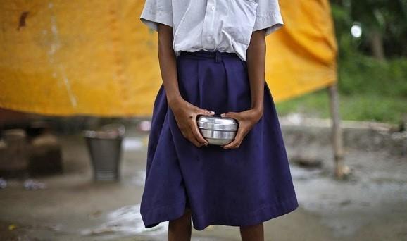 Giáo viên phạt nữ sinh cởi đồ lĩnh án 5 năm tù. Ảnh minh họa: Hindustan Times.