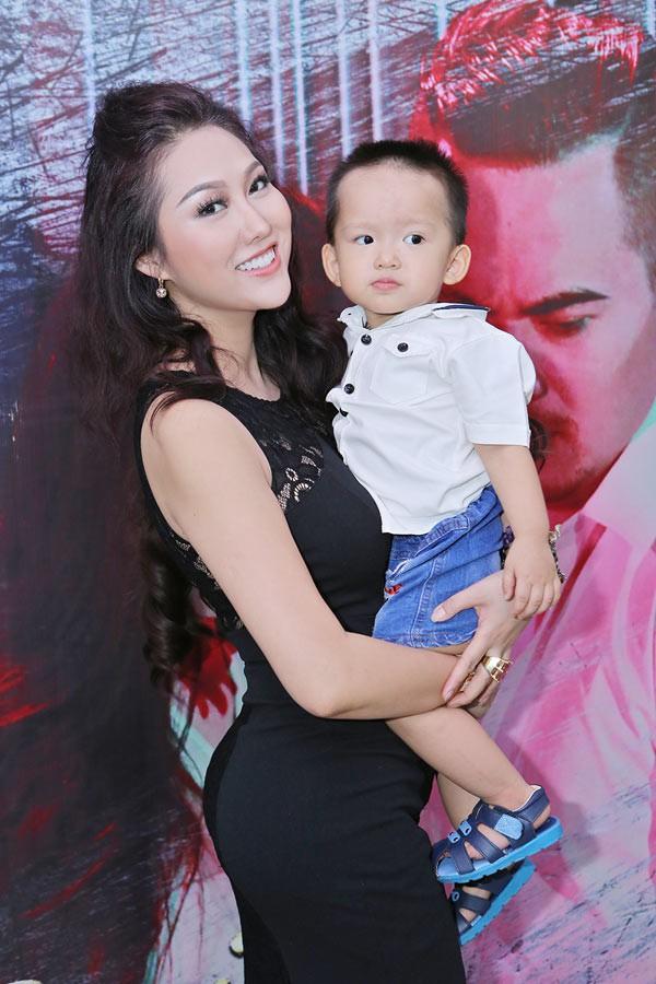Phi Thanh Vân cáo buộc chồng cũ không chu cấp cho con trai