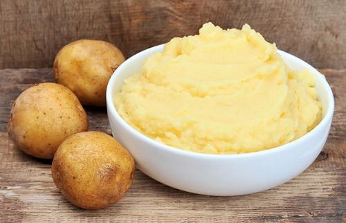 Dùng khoai tây để dưỡng trắng da mặt
