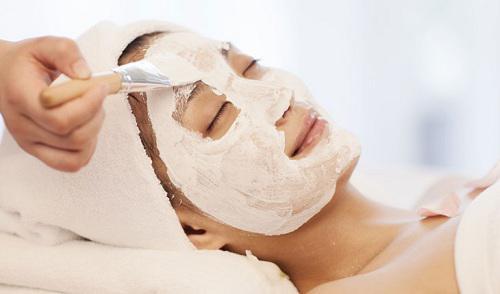 Lưu lại hỗn hợp trên da chừng 20 phút rồi rửa sạch mặt bằng nước ấm.