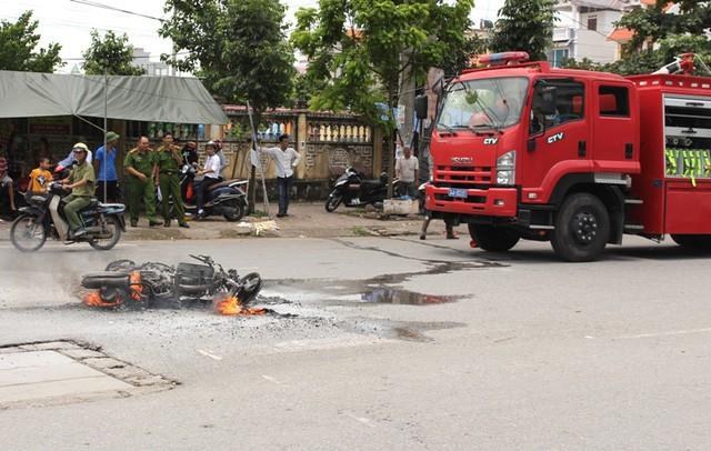 Trước đó vào tháng 8/2017 trước khu vực cổng chợ Thanh Bình (TP. Hải Dương), xảy ra vụ cháy xe máy nhãn hiệu Air Blade. Ảnh: Đ.Tùy