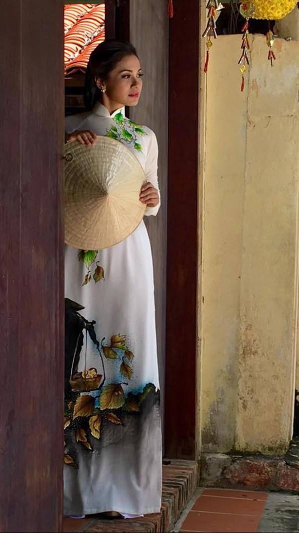 Hiện tại, Việt Trinh chăm chỉ đi diễn và dành thời gian cho những việc thiện.