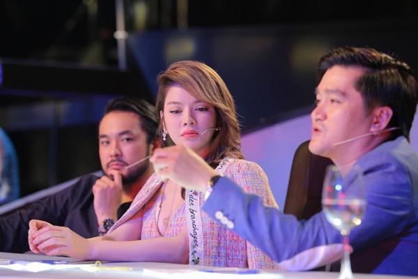Bộ ba ban giám khảo trong cuộc thi Ảo thuật siêu phàm.