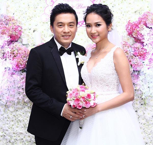Lam Trường và vợ trẻ hạnh phúc trong đám cưới năm 2014.