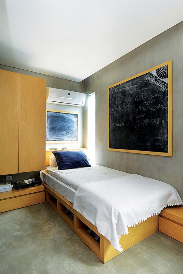Những căn phòng trọ xinh xắn với kích thước khoảng 3,5 x 4 m bao gồm cả phòng tắm và WC, giường, bàn làm việc, tủ quần áo, giá sách. Nơi đây luôn tràn đầy ánh sáng và gió tự nhiên.