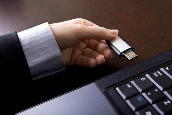 Bạn có thể tháo USB trực tiếp khỏi máy tính mà không cần phải thực hiện các bước khác