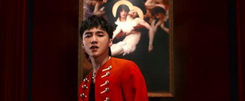 Sơn Tùng xuất hiện điển trai trong MV mới.