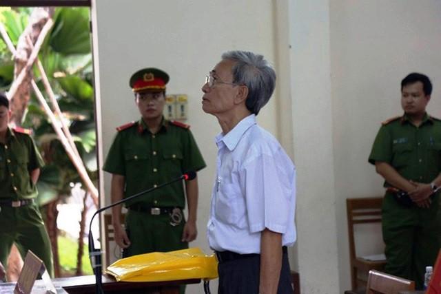 Mức án 18 tháng tù treo cho bị cáo Nguyễn Khắc Thủy về tội Dâm ô với trẻ em gây bức xúc trong dư luận. Ảnh: Xuân Duy
