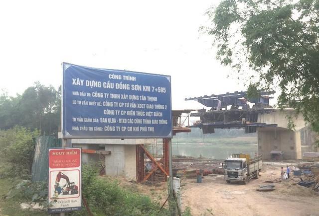 Hiện trường thi công cầu Đồng Sơn.