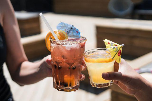 Đồ uống lạnh chỉ làm giảm cơn khát tạm thời, không có lợi cho sức khỏe