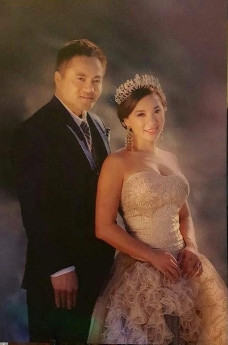 Y Phụng bên ông xã trong ảnh cưới