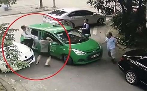 Tài xế taxi bị hành hung có thể xuất viện Việt Đức vào ngày mai (22/5).