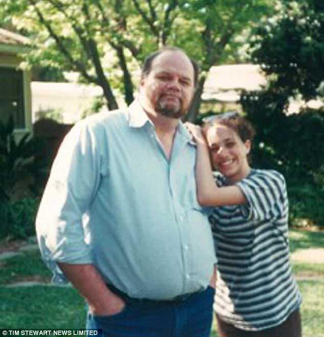 Meghan Markle là cô gái được cha yêu thương hết mực. Chính vì vậy nên khi xảy chuyện bán ảnh riêng tư, cha của cô đã có thái độ tự trách và cảm thấy có lỗi với con gái.