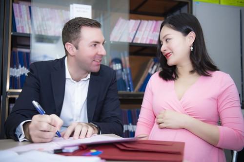 Lan Phương đăng ký kết hôn với chồng Tây trước ngày sinh