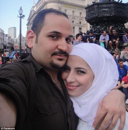 Anh Muhannad bị vợ nghi ngoại tình vì phát hiện những dấu hiệu lạ trên xe chồng. Ảnh: The Sun.