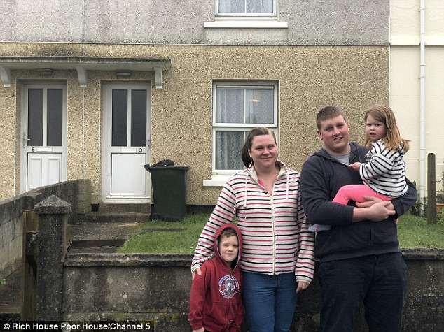 Gia đình nghèo Sarah Timmin, 29 tuổi và anh Ross, 28 tuổi.