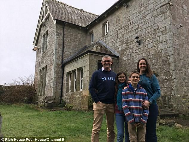 Gia đình giàu Colin và Lizzy.