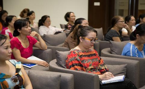 Ghi chép kỹ càng những bài giảng thiết thực và bổ ích - Ảnh: BTC cung cấp