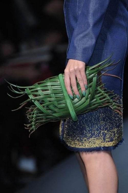 Những thiết kế nghệ thuật lấy cảm hứng từ cỏ cây luôn là điều đặc trưng tạo nên danh tiếng cho Jean Paul Gaultier.