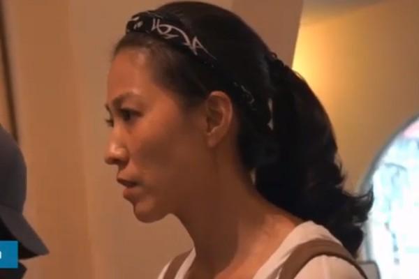 Vợ Phạm Anh Khoa có mặt trong buổi họp báo xin lỗi của chồng.