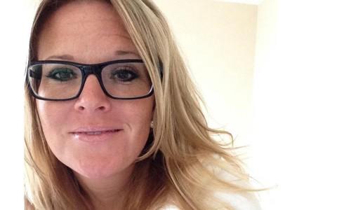 Mary Morgan chụp tháng 10/2016, một tháng trước khi cô cho rằng bị đồng nghiệp, một cơ trưởng có kinh nghiệm làm việc lâu năm, hãm hiếp. Ảnh: CNN.