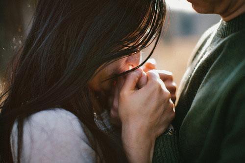 Dù còn yêu thiết tha đến mấy, thì đàn bà cũng đừng tìm mọi cách ép buộc một người phải ở bên mình, điều đó là vô cùng ích kỷ và nông cạn... (Ảnh minh họa).