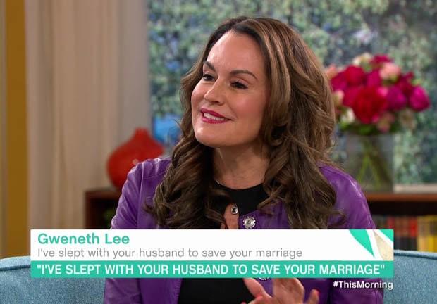Cô bồ Gweneth Lee xuất hiện trên truyền hình.