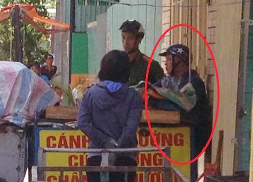 Nam thanh niên bị cảnh sát khống chế. Ảnh: Sơn Thạch.