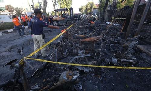 Hiện trường vụ đánh bom nhà thờ Indonesia ngày 13/5. Ảnh: AFP.