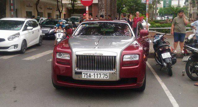 Chiếc sedan siêu sang này mới đây đã xuất hiện tại đường phố Sài Gòn.