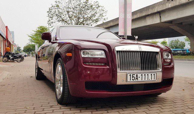 Rolls-Royce Ghost biển ngũ quý 1 được trưng bày tại một showroom kinh doanh xe sang nằm trên đường Phạm Hùng, Hà Nội với giá 11,5 tỷ đồng.