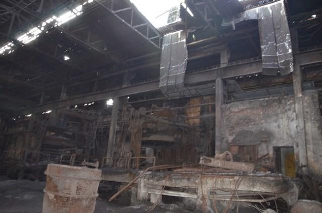 Nhà xưởng cũ nát của Cty CP Luyện cán thép Gia Sàng luôn trong tình trạng có thể gây nguy hiểm cho người lao động...