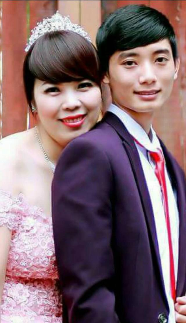 Mặc dù kém cô dâu tới 13 tuổi, nhưng chú rể vô cùng hạnh phúc khi cưới người mình yêu