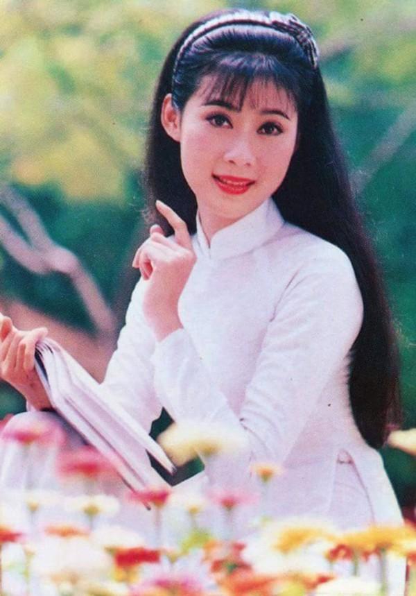 Nhan sắc của Diễm Hương những năm của thập niên 90.