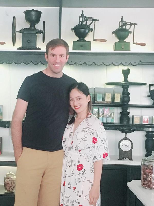 Lan Phương và chồng Tây cao 2m.